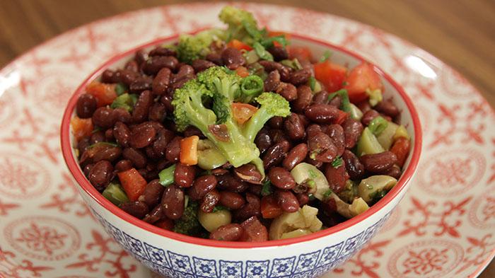 Salada de Feijão Vermelho e Brócolis