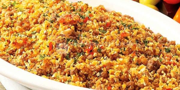 Farofa de arroz e salaminho