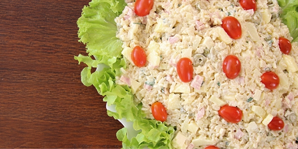 Salada natalina de arroz