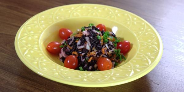 Salada de arroz preto e branco